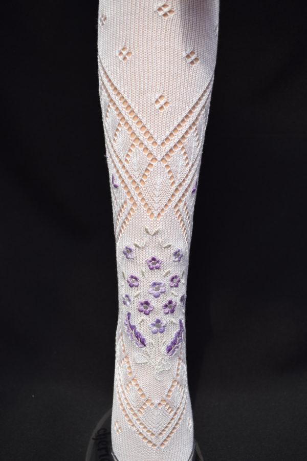 Calza fallera con bordado especial vistoso en tonos lila