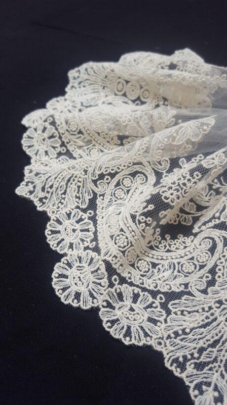 tul bordado on detalle especial floral Mari Capella